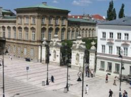 华沙理工大学logo