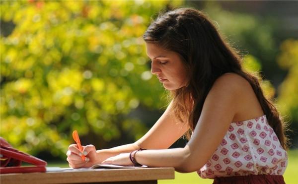 如何选择西班牙留学中介?