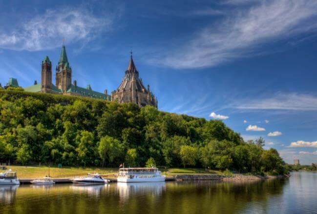 加拿大留学移民费用