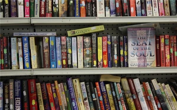 书架上的书