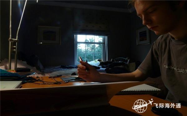 正在写作业