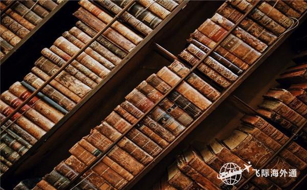 摆放整齐的书