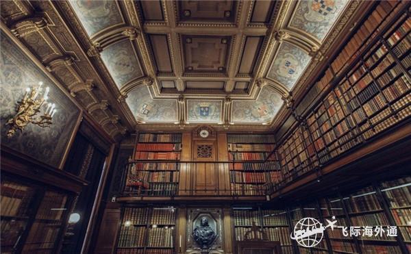 摆放整齐的书房