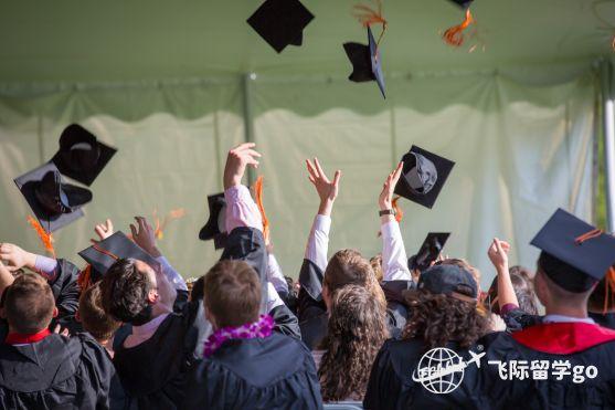 美国留学读本科四年费用是多少?